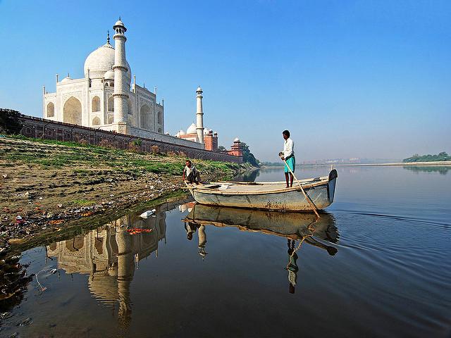 pollution near Taj Mahal